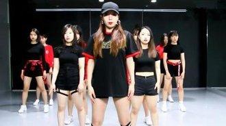 最新可爱美女团流行韩舞,舞蹈自编