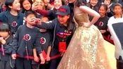 刘亦菲:凤凰裙亮相花木兰世界首映礼,迪士尼第一位华人公主真美