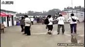 小志 都江堰看望灾区儿童