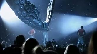 贾斯汀比伯最传奇的演唱会,台下女粉丝快疯了!
