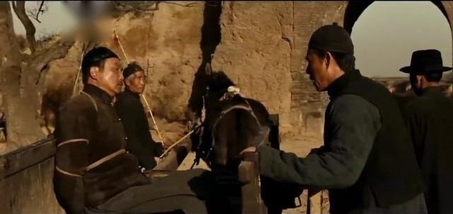白鹿原,鹿子霖因为儿子兆鹏当了大官被田区长抓了,嘉轩着急啊