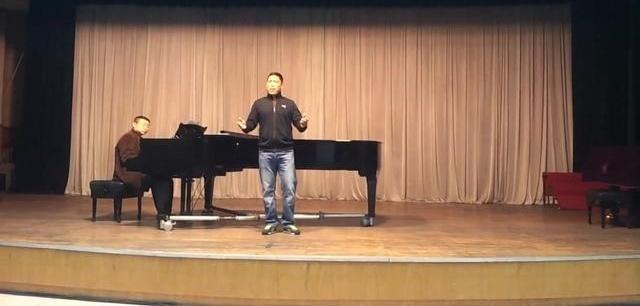 藏族歌手泽旺多吉排练《草原上升起不落的太阳》真正实力派,好听极了