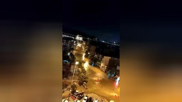 深夜―实拍湖南长沙湘江附近洪水