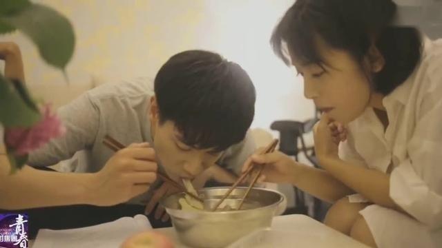 《致我们单纯的小美好》幕后花絮:真·辰希夫妇温馨做饭~