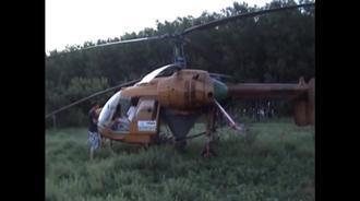 男子冷启动1970年的卡莫夫26直升机,烟有点大啊!