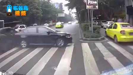 """""""马路杀手""""原地掉头连撞三车 惊的路人尖叫连连"""
