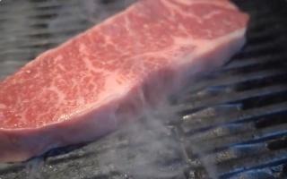 【牛排】给妹子做晚餐,蓝纹芝士酱配牛排(合人民币450元)