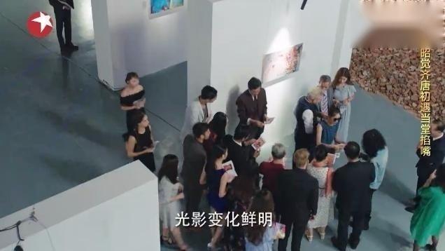 一粒红尘:吴奇隆刚出场就好气派,颖儿刁钻批判画展,好酷好霸气