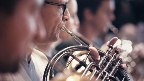 伦敦皇家音乐厅出现一批假乐团-广告-高清视频–爱奇艺