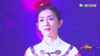 何炅老师现场演唱《另一个自己》,唱哭谢娜