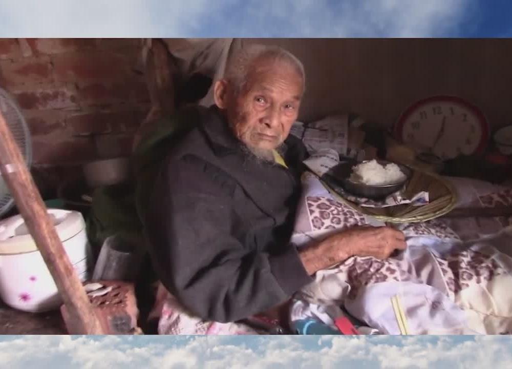 农村98岁老人吃饭,太心酸都快看不下去了!