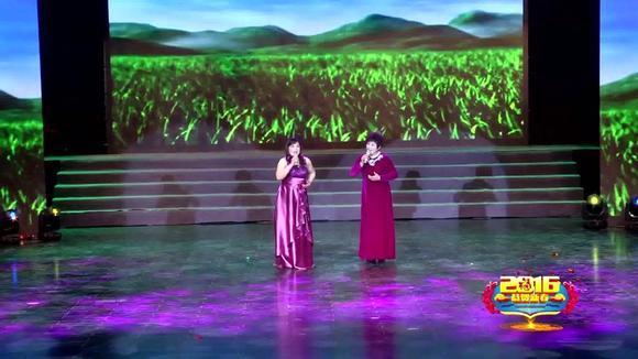 章丘两位农村大姐合唱《美丽的草原我的家》很好听,带你到草原