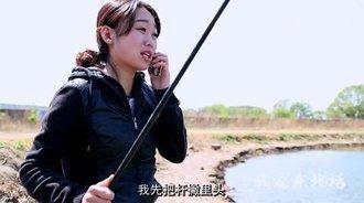 不会钓鱼可以打电话咨询,妹子你太牛了!