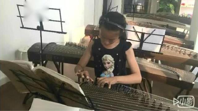 小朋友古筝练习弹奏《雪山春晓》