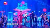 周奇,李庚希甜蜜演唱网红神曲,台下的人都露出了姨母笑