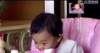 甜馨偷吃生水饺,吓坏乃爸