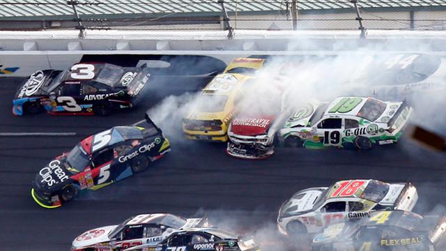 澳门格兰皮治大赛车 惊现史上最贵追尾事故 损失几千万!