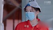 朱晓鹏帮助韩星子打扫屋子