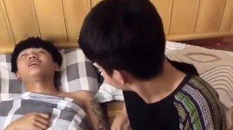 搞笑段子:当基友在睡觉时
