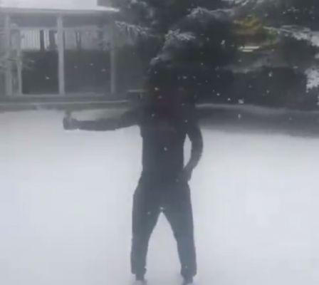当吉安遇到2017年的第一场雪,语言已经无法表达他的激动