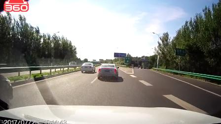高速上停车害人,道德何在