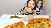 """大胃王弗兰西斯卡吃""""45cm超大披萨""""越吃越香 (2)"""