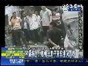 不满拆迁 郑州一男子开车撞入人群