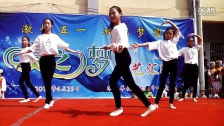 舞蹈《不想长大》指导教师:李振洋。