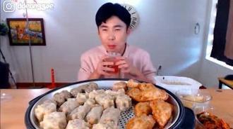 韩国大胃王donkey哥哥吃大饺子和炸韭菜盒子