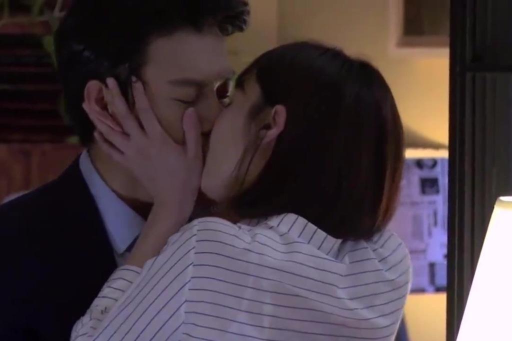 靳东和白百合剧里有吻戏,靳东吐槽以后不再拍吻戏