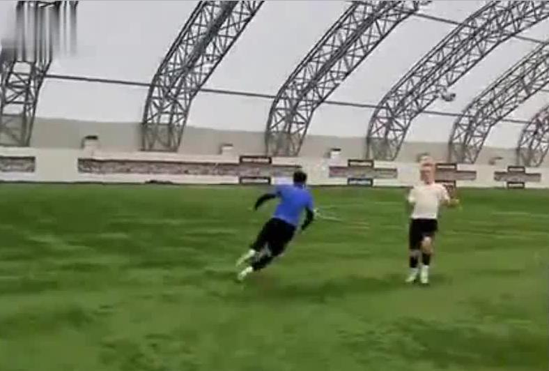 跟着达人来学四种超牛足球技巧