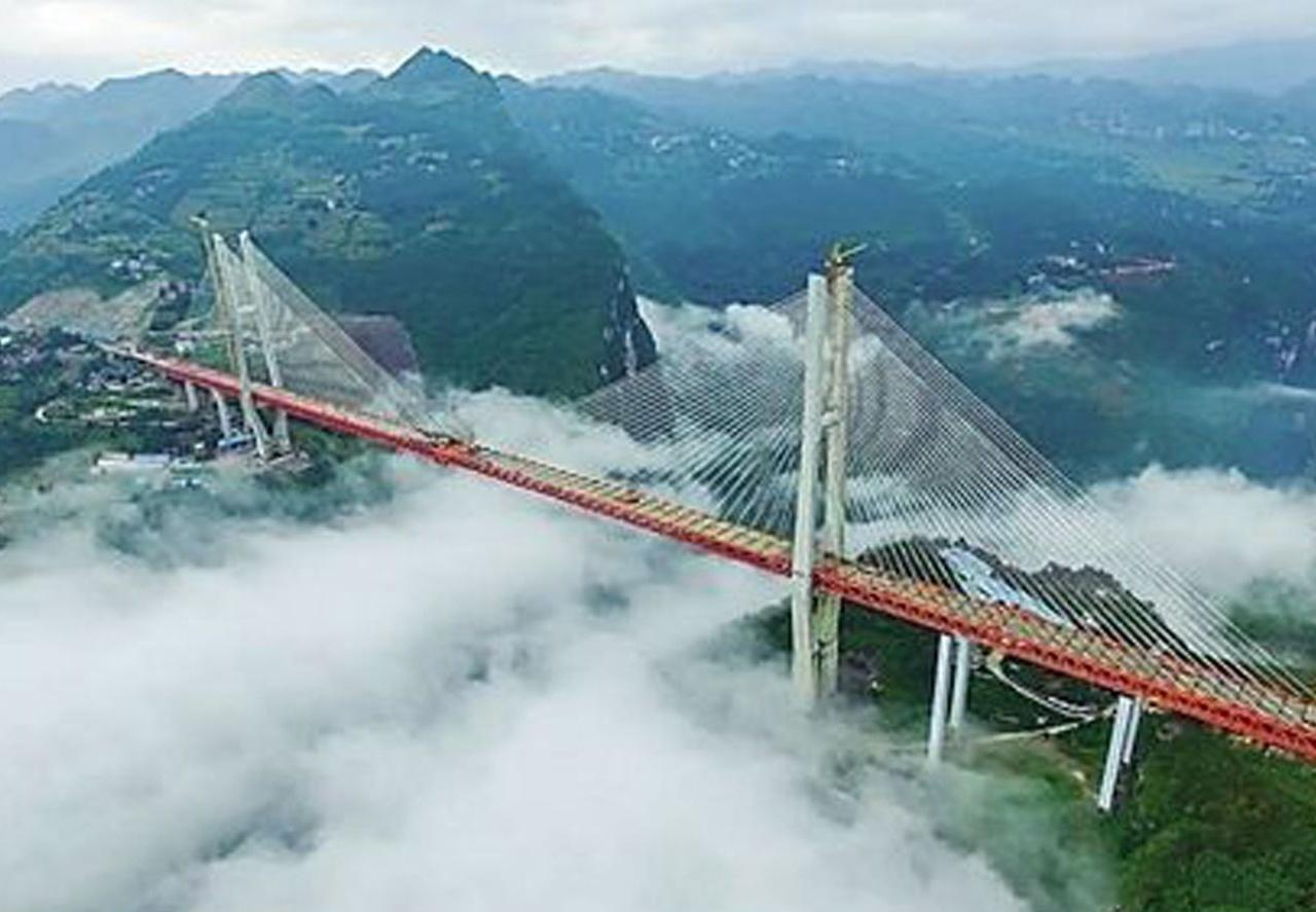是世界第一高桥,桥下是云,全长1.3公里