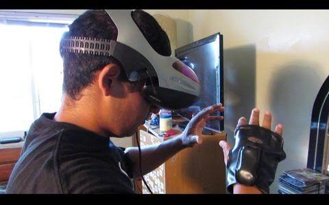 【羞耻play】戴着VR眼镜上街假装玩成人游戏路人吓傻