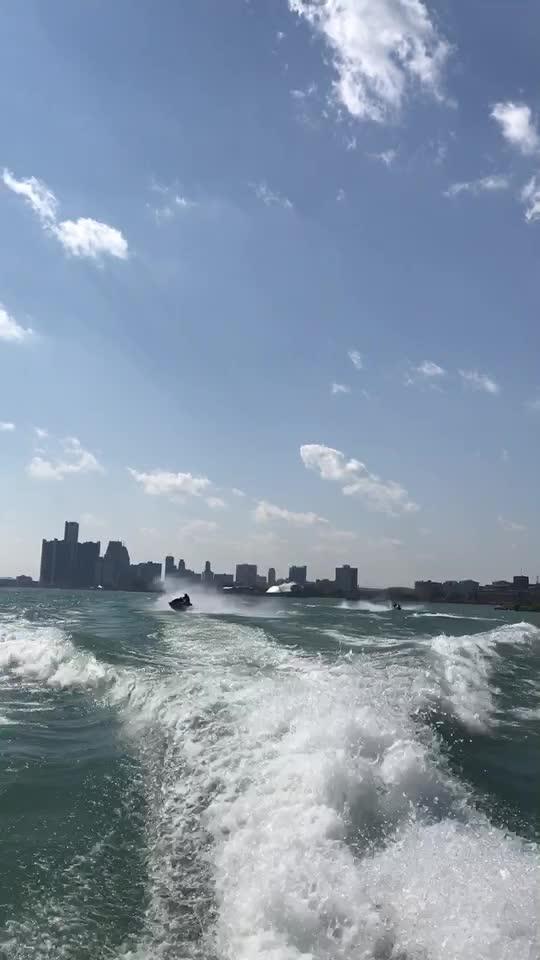 摩托艇系列6-左右开弓