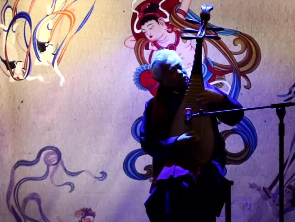 琵琶大师方锦龙用五弦琵琶演绎《梅花三弄》