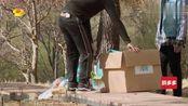 王鹤棣和马思超把箱子弄坏,两人尴尬了,王鹤棣崩溃:头大了