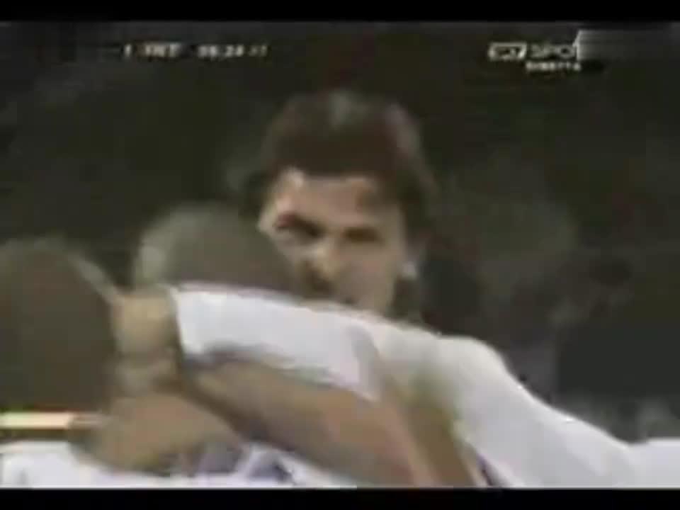 足球比赛:阿德里亚诺2007