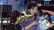 周涛与王小丫近照曝光,如今一个转身变大妈,一个却光彩莹润!