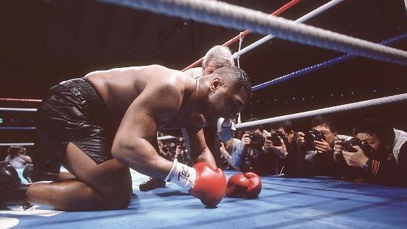 盘点拳坛经典大逆转!泰森惨遭道格拉斯KO成史上最大冷门