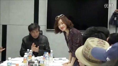 2014年4月金智秀在《江南1970》台词排练现场