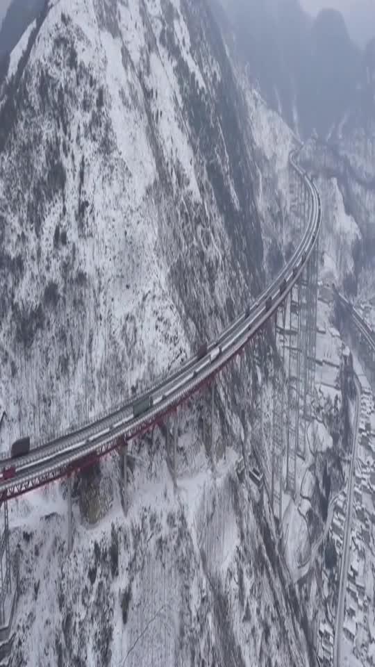 中国天路雪景…雅西高速