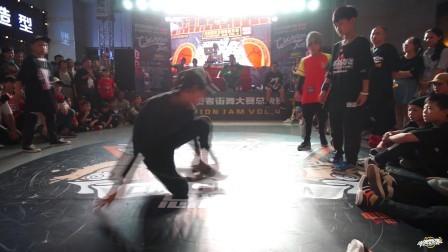 刘其钰 谭子健(w) vs 凡宇 freetao-breaking2v2-8进4-第四届捍卫者街舞大赛
