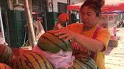 西瓜也分公母?卖瓜的大姐教你一招,让你挑的个个都很甜