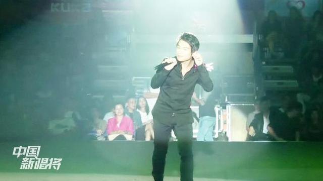 现场一首《情歌好听却难唱》,唱给天下有情人!