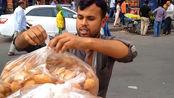"""印度街头独有的""""馅饼"""",1个5毛钱,印度朋友都买来当早餐"""