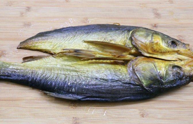 四川小伙这样烧腊鱼,鲜香味美特下饭,只有过年才能吃得到