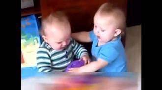 双胞胎宝宝们的视频合集