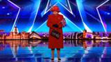 """英国达人秀:90岁奶奶模仿""""英国女皇"""",下一秒评委不淡定了!"""