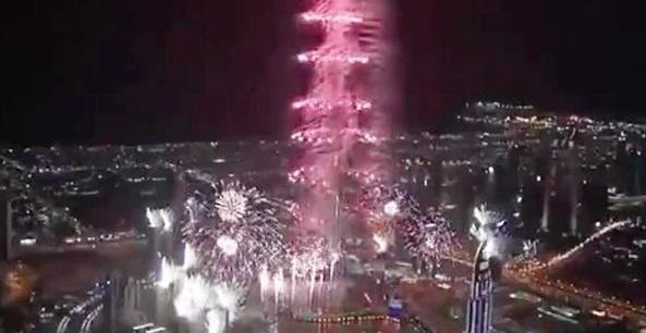 迪拜烟花超级土豪表演 迪拜迎新年烟花第一季