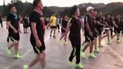 广场舞鬼步舞一路花香 下载广场舞鬼步舞蹈视频 背面广场舞鬼步舞教学_clip